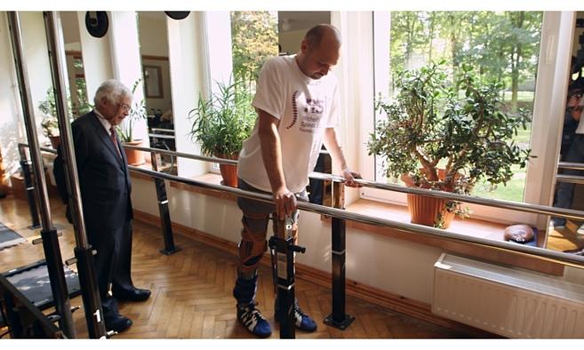 Geoffrey-Raisman-médico-que-da-esperanzas-a-un-parapléjico